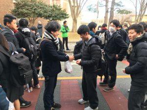 センター試験会場にて恩師と握手!いよいよ本番です。がんばれ倉北‼️